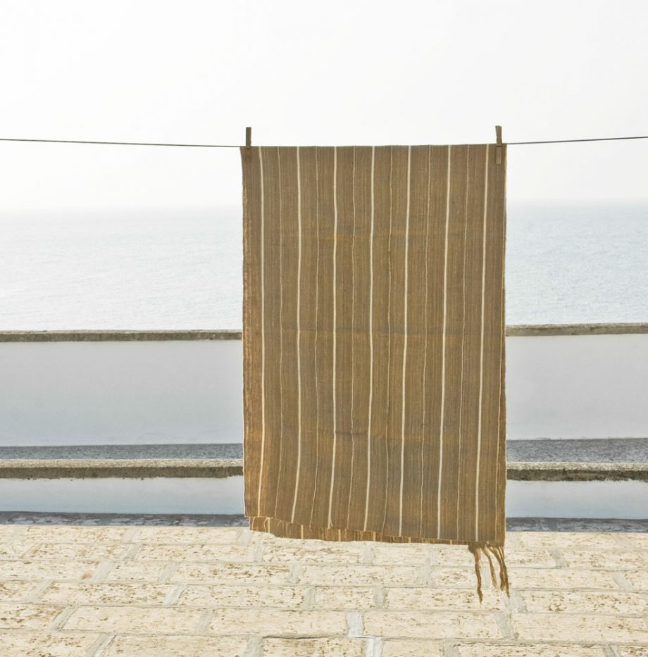 D61-nigerian-raw-silk-shawl-1950s-150-euro