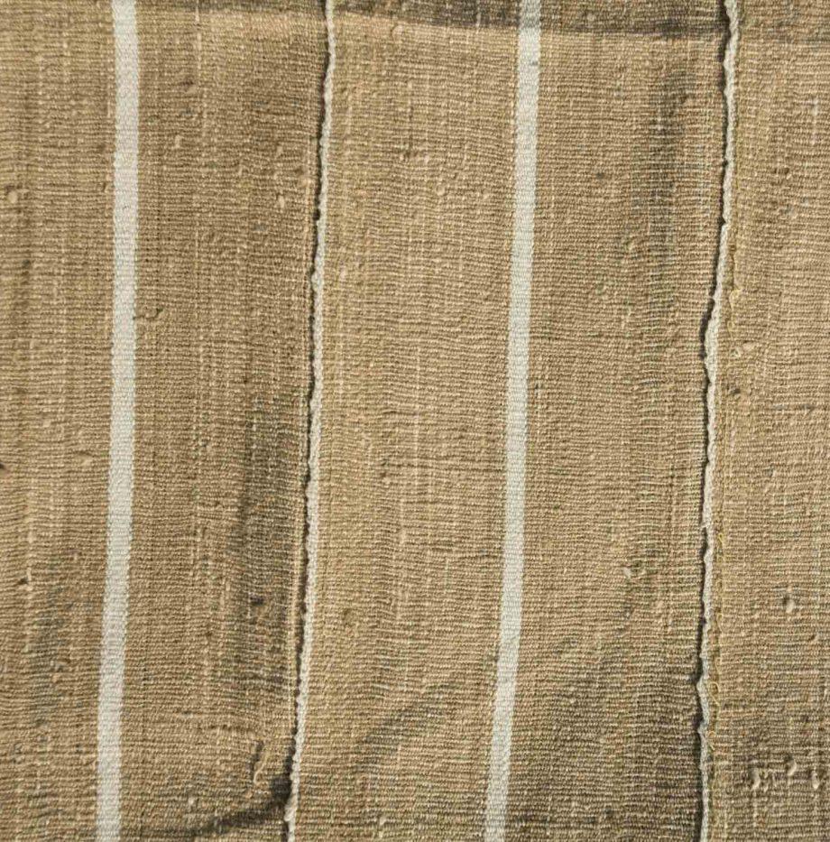 D61-nigerian-raw-silk-shawl-1950s-150-euro.-swatch