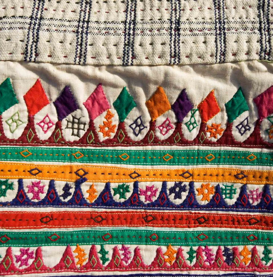 indian-gujarat-antique-pillowcase-350-eruo.-swatch